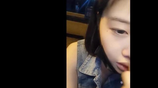 盗站新流出手持高清摄像机潜入教育师范大学女卫生间连续偸拍学妹们方便排卵期妹子一边拉翔一边排白色粘液