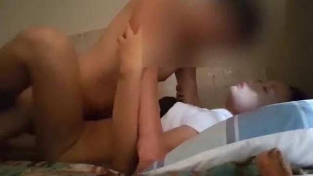 最新流出情趣酒店电影房摄像头偷拍长发文艺帅小伙无套内射清纯眼镜白虎女友