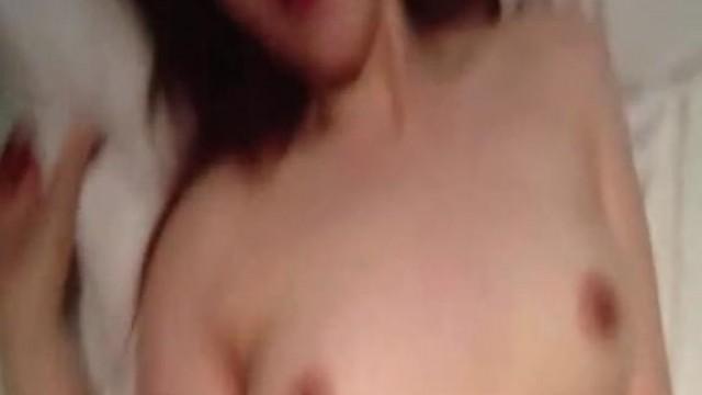 九月新流出女偷拍客潜入游泳场更衣洗浴室偷拍泳客洗澡换泳衣